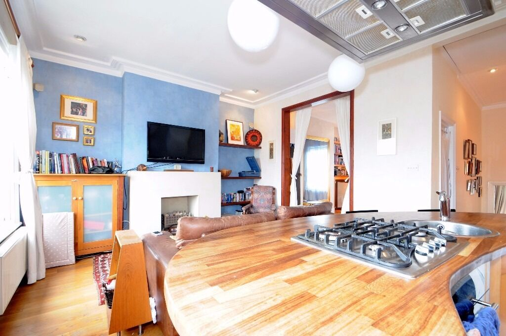 *** Stylish and characterful one bedroom, two reception period top floor flat, Middle Lane, N8 ***