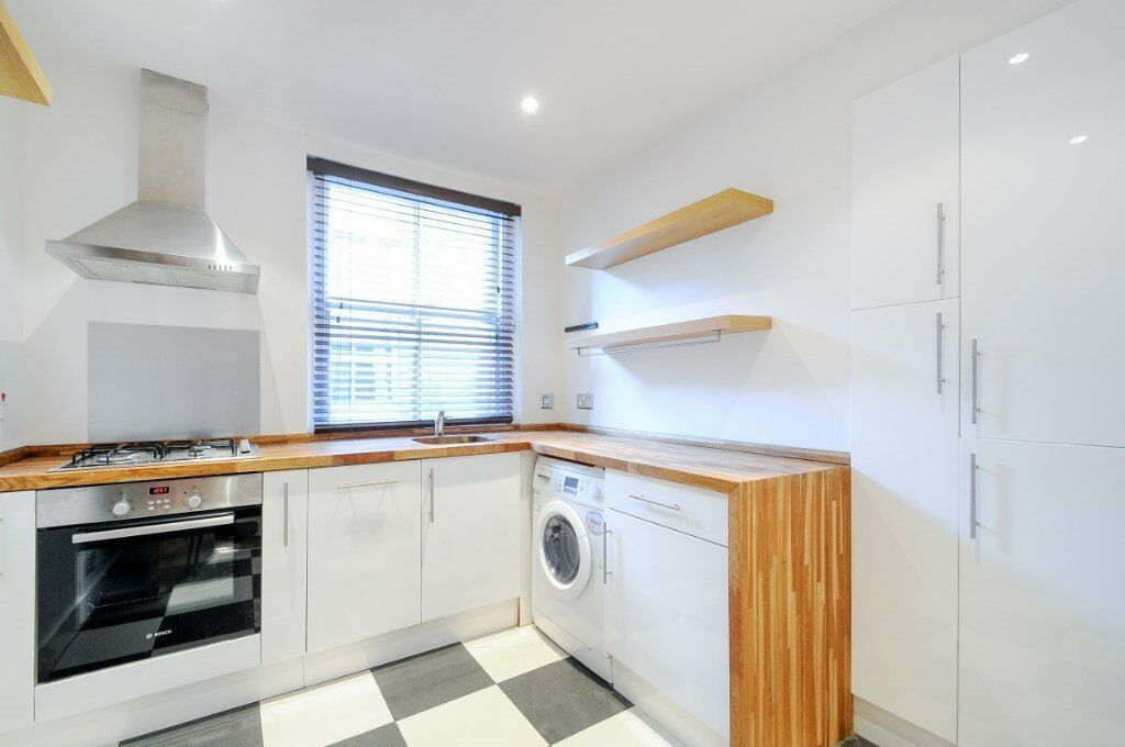 A newly refurbished, spacious two double bedroom apartment, New Kings Road, SW6