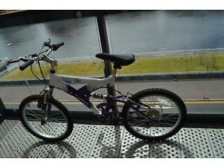 "Zinc Wave 20"" Purple & White Girls Bike. 6 Speed"