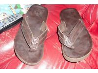 SIZE 7 PAIR MEN'S CHOCOLATE BROWN FLIP FLOPS GREAT FOR YOUR SUMMER HOLIDAYS