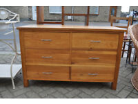 solid oak chest of drawers / sideboard / dresser