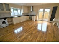 2 BED 2 BATH HOUSE in ELTHAM with MASSIVE LIVING ROOM and GARDEN - AVAILABLE to RENT NOW !