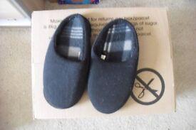 SIZE 4 PAIR BLACK SLIP ON SLIPPERS
