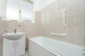 A newly refurbished three bedroom house to rent, ideally located on Lynmouth Road