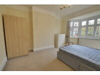 VALUE FOR MONEY THIS RECENTLY REFURBISHED 2 DOUBLE BED FLAT IS ONLY £2375 PM