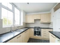 *Super two double bedroom third floor flat to rent in excellent condition throughout £425/1842pcm*