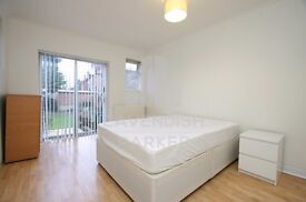 BRIGHT GARDEN FLAT- IDEAL FOR SINGLE/COUPLE- GREAT LOCATION- GAS, WATER, HEATING BILLS INC!!!!
