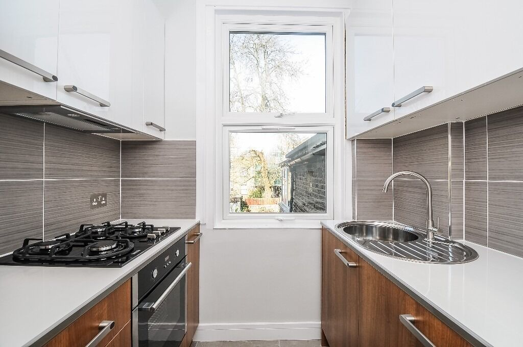 Recently refurbished, one double bedroom flat in excellent condition throughout.
