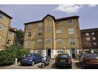 1 bedroom flat in Appleton Square, London, CR4 (1 bed)