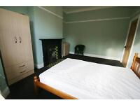 3 bedroom flat in Grosvenor Gardens, Jesmond Vale, Newcastle Upon Tyne, NE2