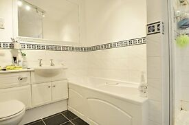 * SPACIOUS MODERN HOUSE - 4 BED -GREAT FOR FAMILY / SHARERS - LOW BILLS - CLOSE TO TRAINS / BUSES *