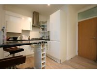 VERY STYLISH/MODERN TOP FLOOR 2 BED APMT- GREAT SIZE ROOMS- MINS TO FINSBURY PARK STN & HOLLOWAY RD