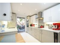 A bright and spacious 2 bed ground floor flat, Stephendale Road, SW6. Contact 020 3486 2290.