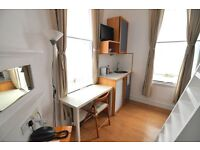 MODERN DUPLEX STYLE SINGLE studio Short let £300 pw All Bill Included Fulham