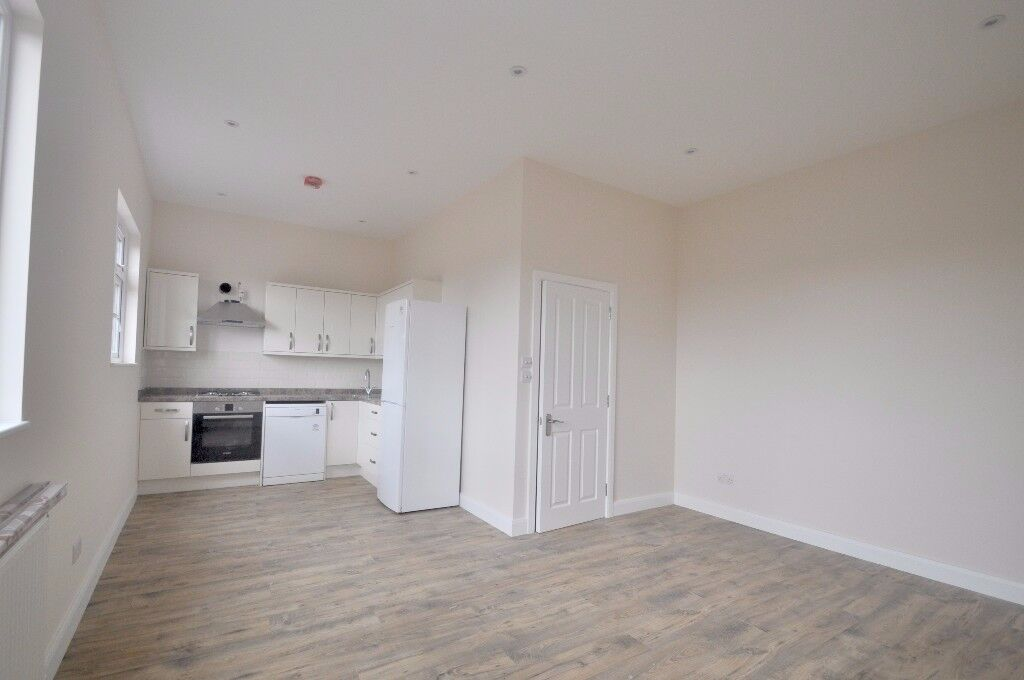 *BRAND NEW ONE BED FLAT IN HANWELL AVAILABLE