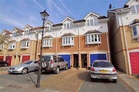 3 Bedroom house for sale, 2 en suite, ideal for commuting, 1hr door to door to Waterloo!