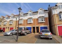 3 Bedroom house for sale, 2 en suite, ideal for commuting, 1hr door to door to Waterloo!