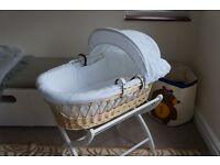 Moses basket - Amazing condition - White and wicker
