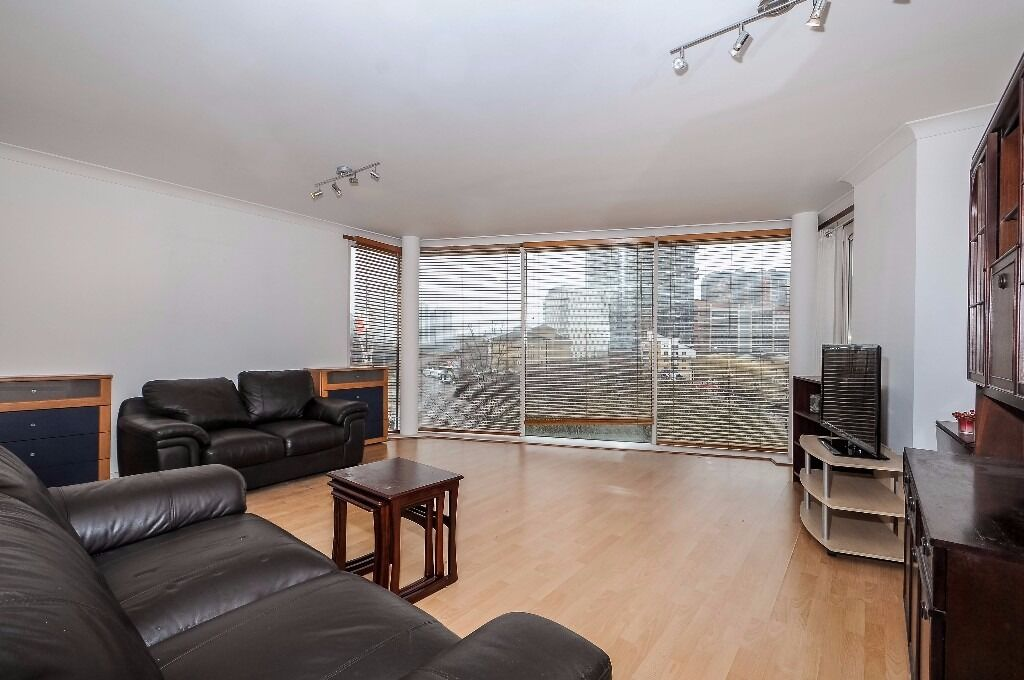 Boardwalk Place - A wonderful and spacious two bedroom two bathroom apartment to rent with dock view