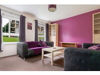 STUDENTS 17/18: Fantastic 2 bedroom furnished flat in Holyrood with Wi-Fi available June – NO FEES!