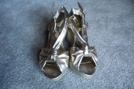 New Look Size 5 Gold Wedge Sandals
