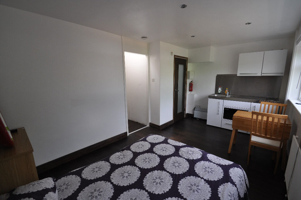 SAY WHAT!!! ALL BILLS INCLUDED Stunning refurbished close to Wandsworth, wimbledon, putney