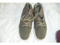 SIZE 4 PAIR BROWN LACE UP TRAINER BOOTS