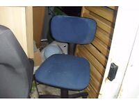 SMALL GREEN MATERIAL OFFICE CHAIR ON CASTORS (NO ARMS)