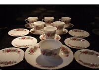 QUEEN ANNE BONE CHINA 21 PIECE TEA SET PINK ROSE BOUQUET floral design GILTED GOLD RIM never used