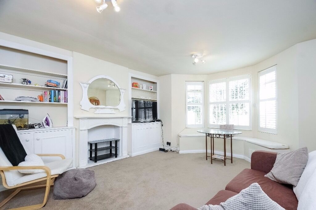 A bright one double bedroom lower ground floor garden flat, located on Barclay Road.