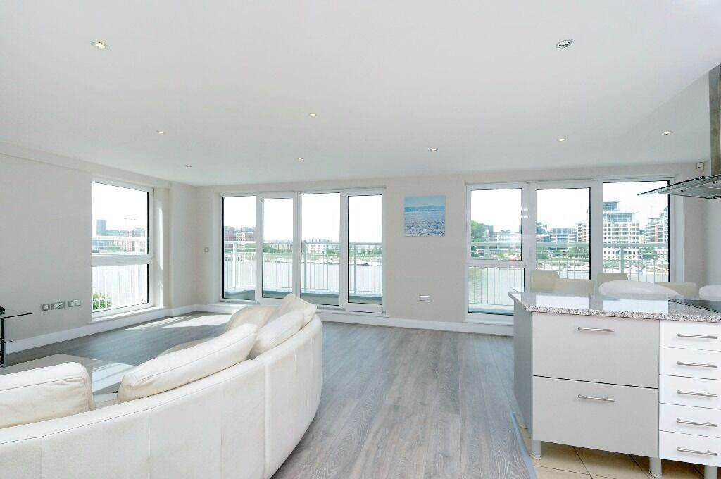 Stunning two bed flat set in a riverside dvlpmt, excellent views over the Thames.Lombard Road,SW11