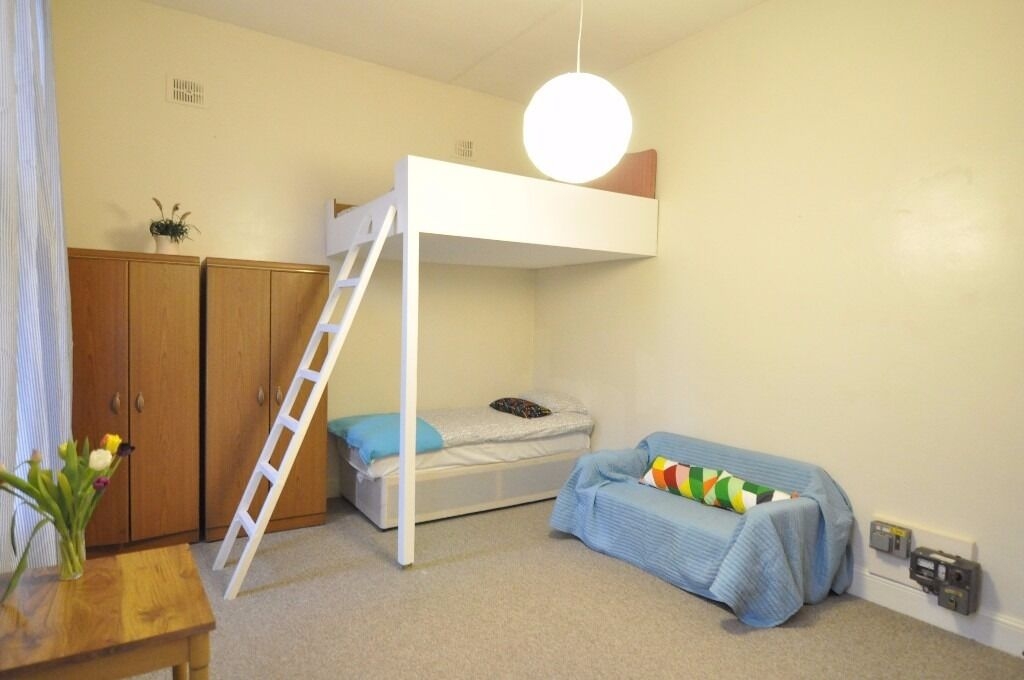 Spacious Bright West Kensington Studio £250 pw