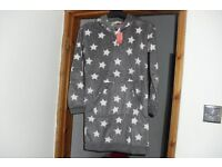 NEW WITH TAGS SIZE 6/8 FLEECE HOODED NIGHTIE GREY WITH WHITE STAR PRINT