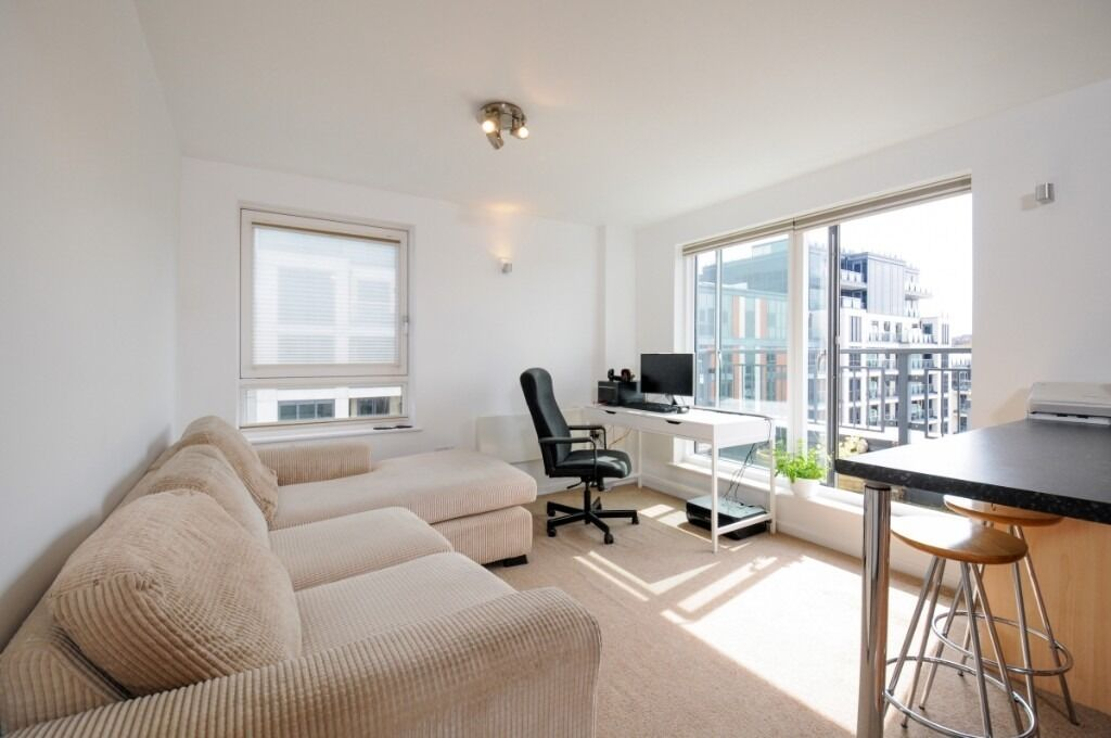 A bright and contemporary large one bedroom top floor pent-house flat located on Townmead Road, SW6