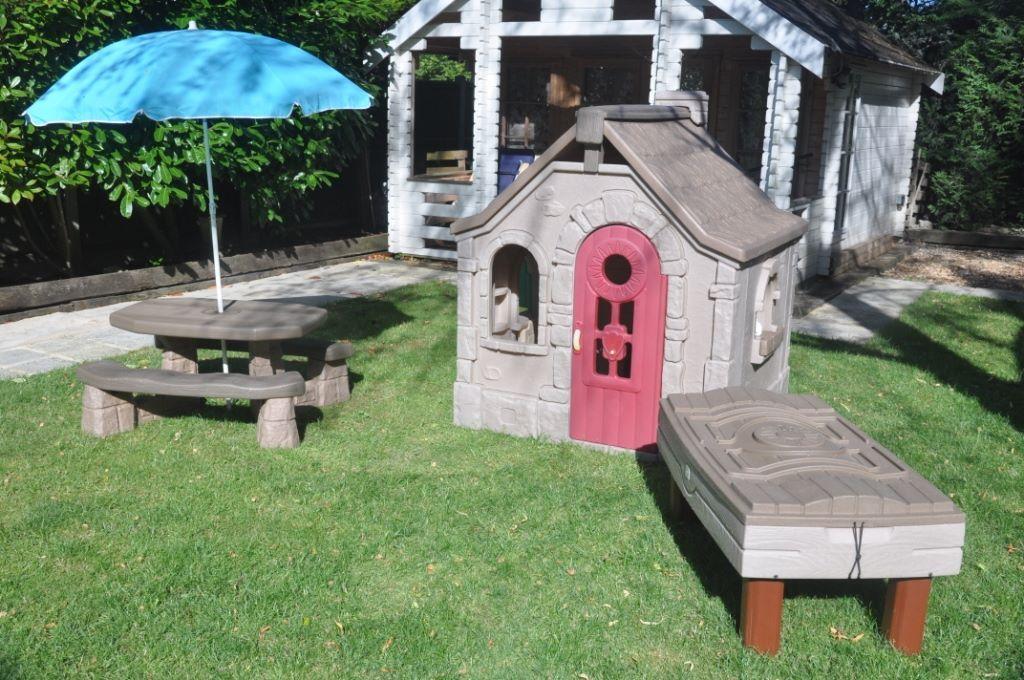 Step2 Naturally Playful Storybook Cottage/Picnic Table andUmbrella