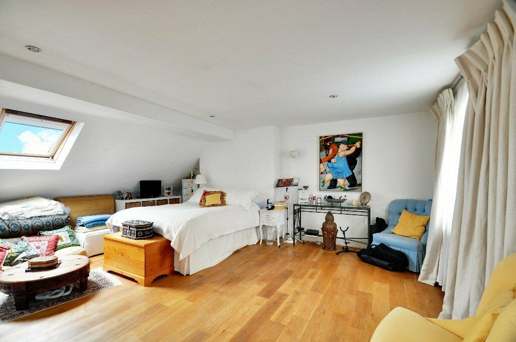 MASSIVE 1 bed property in Mall Road moments from Hammersmith Station and the River Thames
