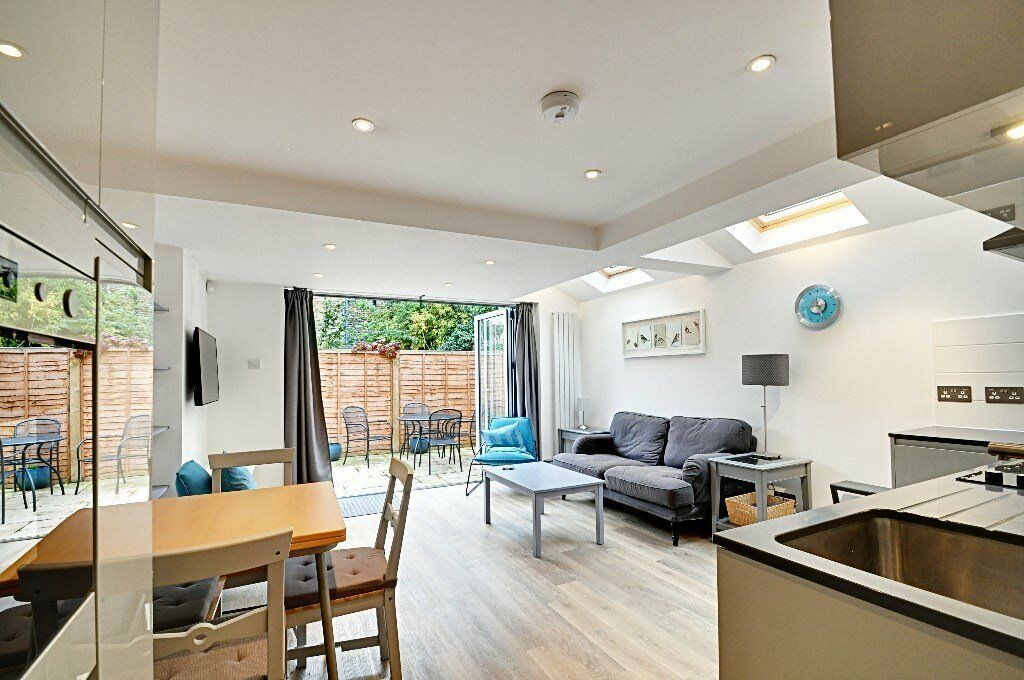 Beautifully Modern 2 Bed Flat in Biscay Road with Garden Just £1950pm