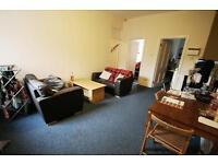 4 bedroom flat in Buston Terrace, Jesmond, Newcastle Upon Tyne, NE2