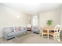 A bright, spacious two bedroom flat situated in a mansion block on Kings Avenue - £1575 Per Month