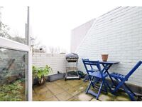 Well decorated, 2 bedroom Property with roof Garden in great location in Islington*