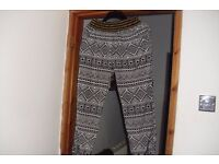 SIZE 14-16 BLACK/WHITE PRINT LOOSES FITTING PANTS WITH SIDE POCKETS
