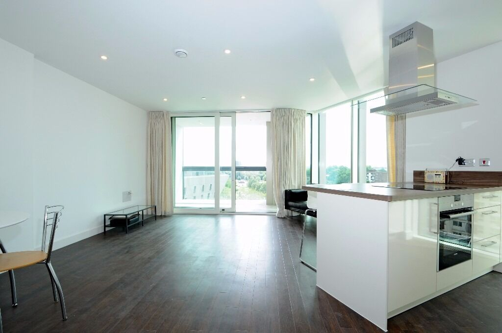 Ontario Point - A fantastic two double bedroom two bathroom 4th floor apartment to rent with balcony