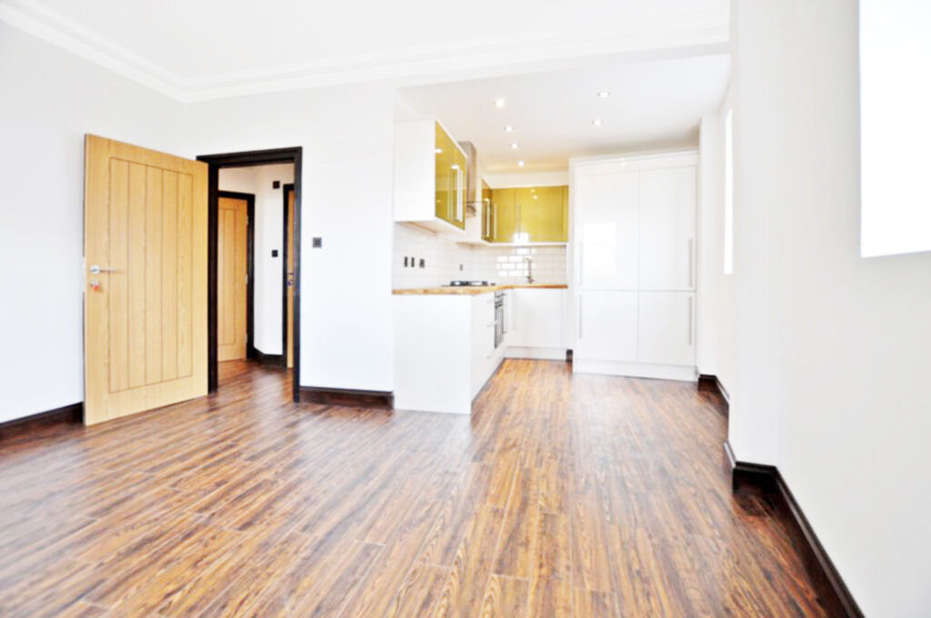 **NO ADMIN FEE**Large recently built 1 bed by Regents Canal/Broadway Market