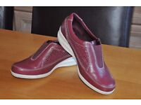Marks & Spencers Footglove Shoes (Size 3 1/2)