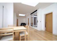 STYLISH MODERN 2 DOUBLE BEDROOM APARTMENT, 2 BATHROOMS,WOOS FLOORS,CLOSE TO HIGHBURY AND ISLINGTON.