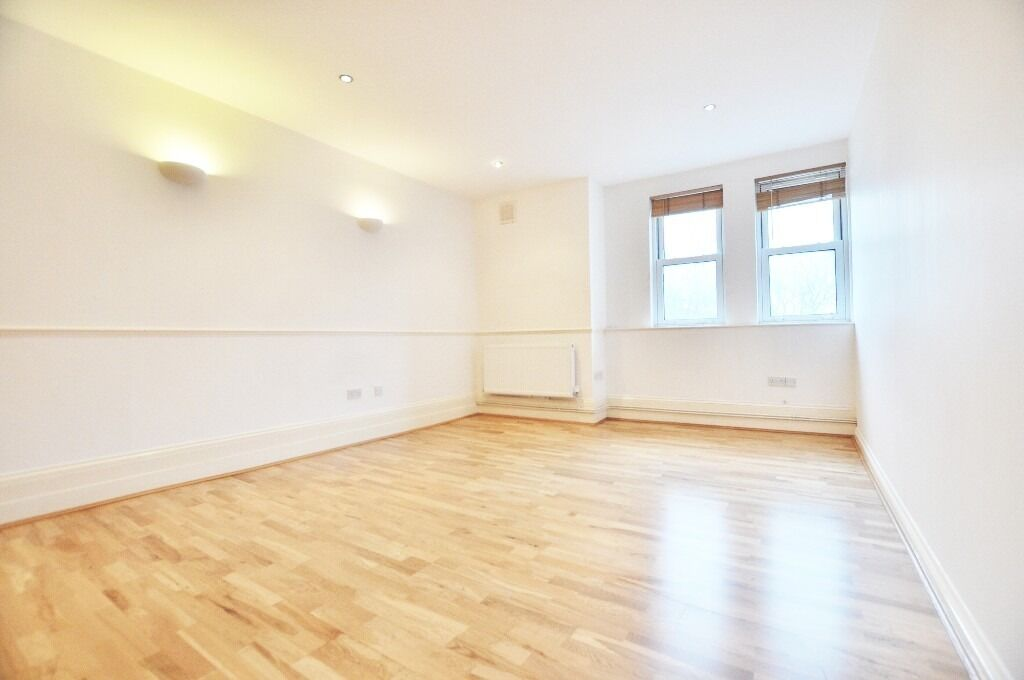 **NO DEPOSIT REQUIRED** Brilliantly located 2 bedroom flat in Old St / Shoreditch EC1 E2