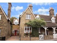 3 min walk from Chigwell tube-lovely housemates, beautiful house!