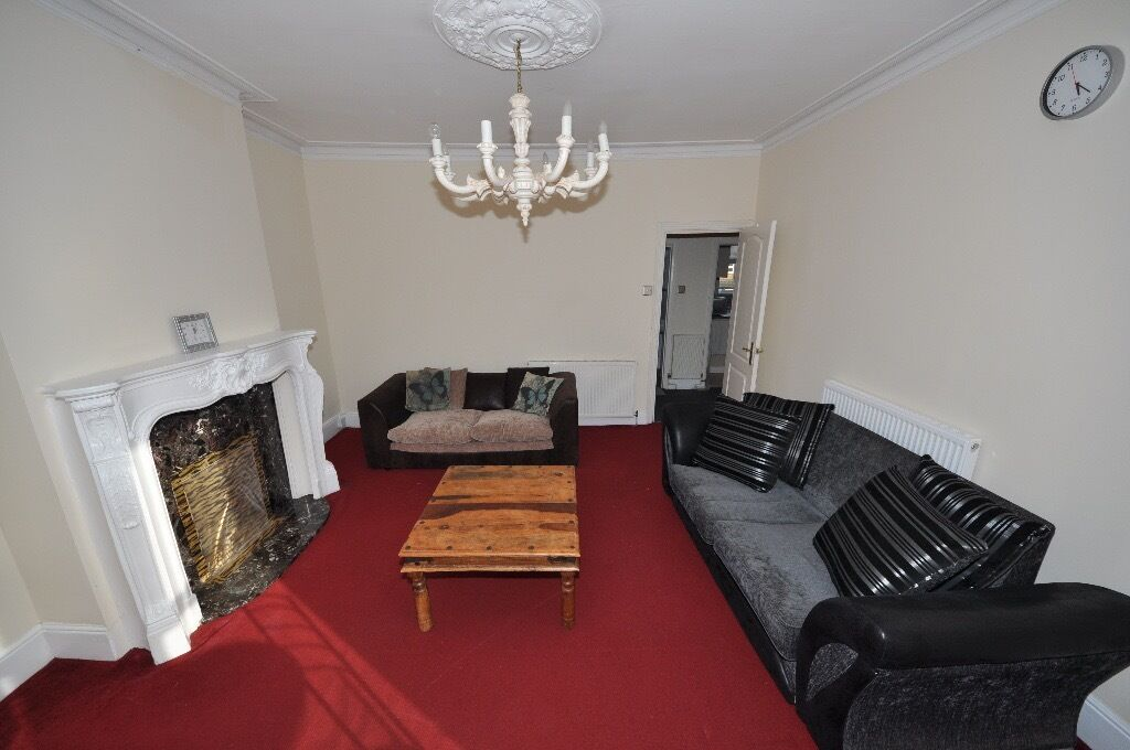 Spacious 2 bedroom flat 10 mins walk to Ilford Station
