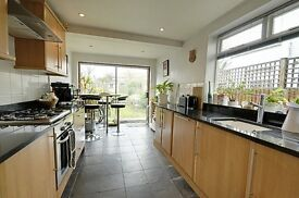 Spacious 3 bed family house in Strand on the Green