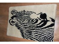 BLACK & WHITE WALL RUG HAND MADE